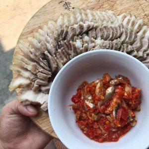 Món thịt luột với mắm cá
